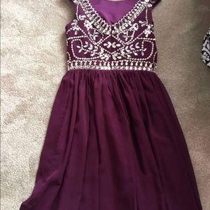 Dresses & Skirts - Maroon knee length prom dress size small